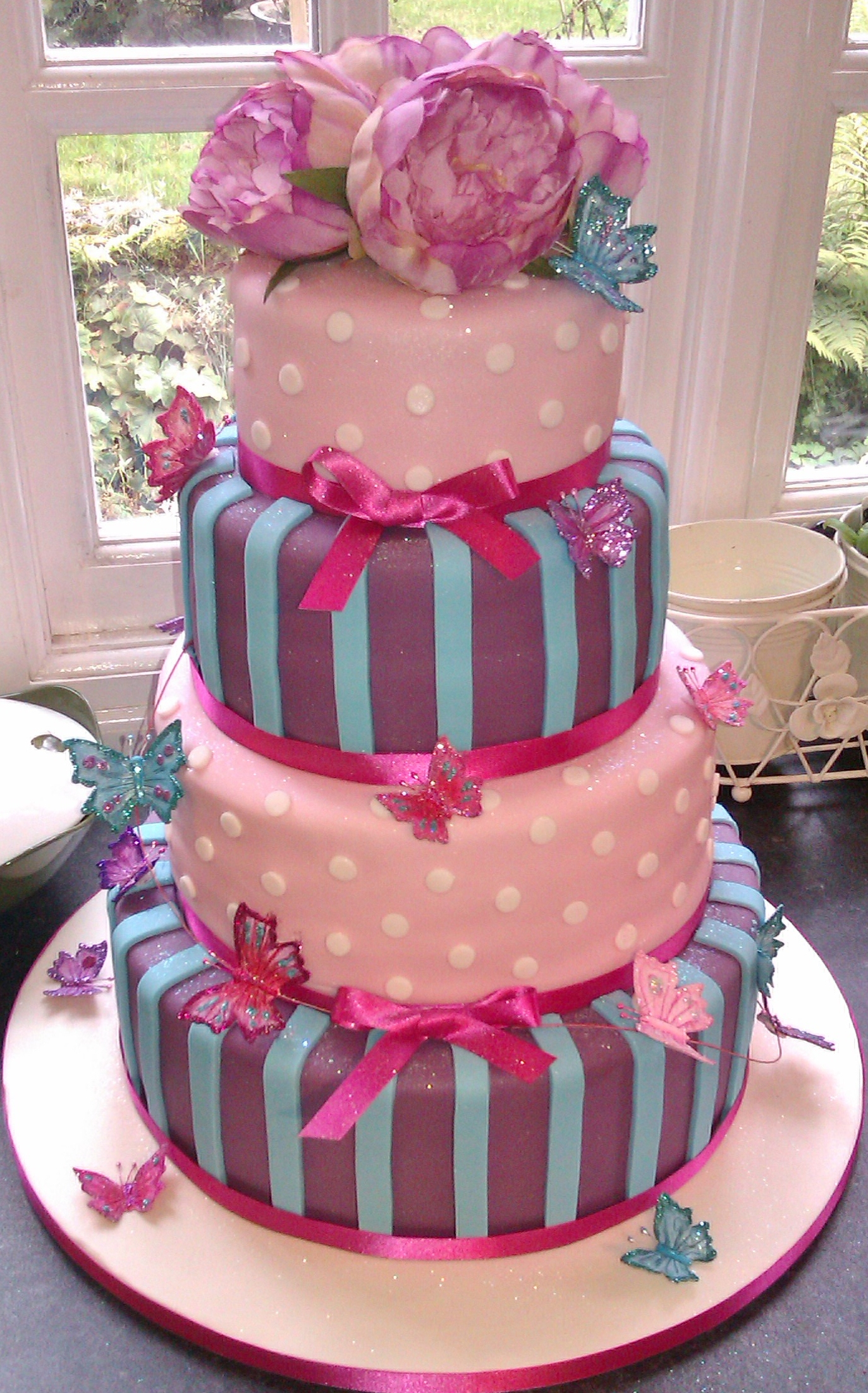 Delicious Wedding Cakes In Lancaster The Crazy Cake