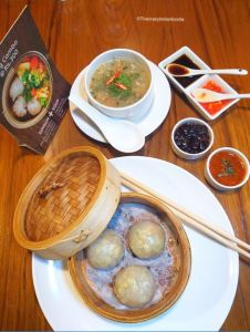 Crystal dumplings and Tom Yum Soup at Khow Chow, Mumbai.