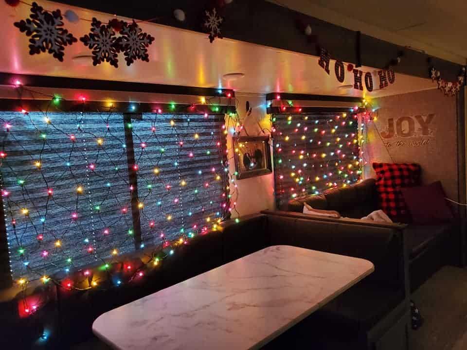 21 pretty christmas camper decor ideas