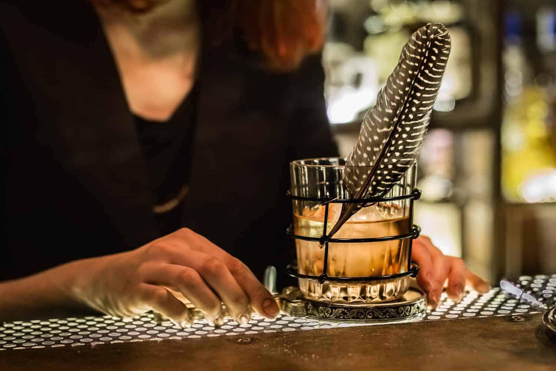 Banco Da Lavoro Jago : Aida ashor bartender fare ciò che si ama è l unica cosa che