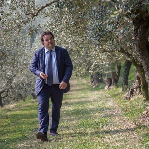 Daniele Salvagno tra gli olivi Redoro