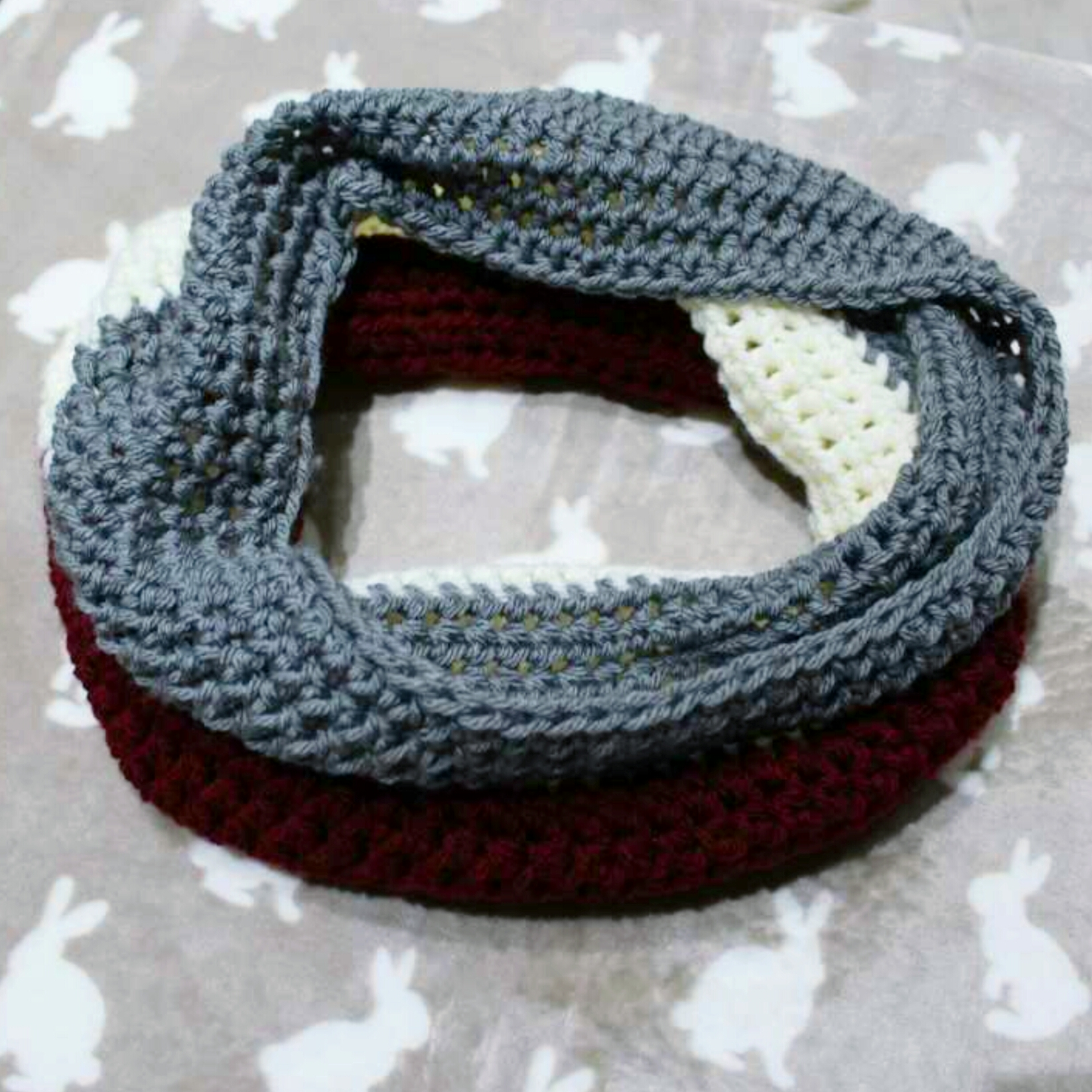 free-crochet-pattern-for-the-kapa-cowl-a-beautiful-3-shade-cowl-a-perfect-last-minute-christmas-gift