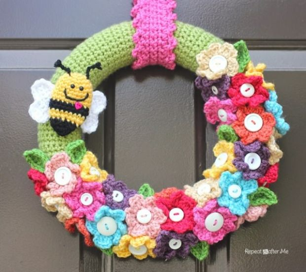 4 FREE Crocheted Spring Wreath by Repeat Crafter Me
