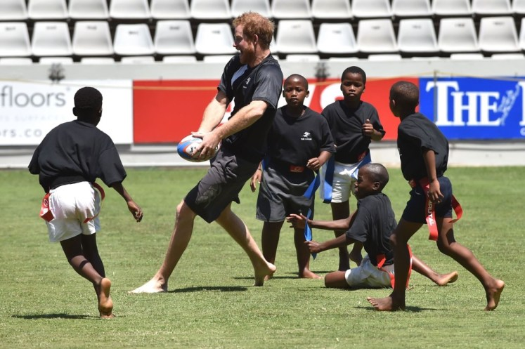 Joining the barefoot rugby, Harry's team lost. I-images