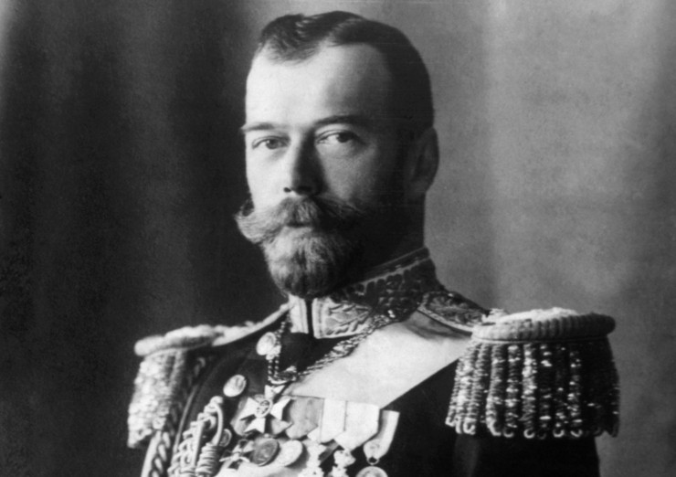 Nicholas II wears the Royal Victorian Chain, a gift from Edward VII. Shutterstock/Everett Historical