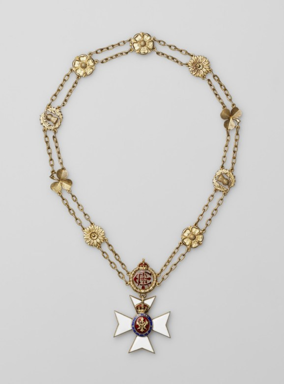 The Royal Victorian Chain was given to Tsar Nicholas II by Edward VII. The Royal Victorian Chain. Moscow Kremlin Museums