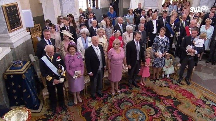 The immediate families of Carl Philip and Sofia await their arrival with Prince Alexander (SVT)