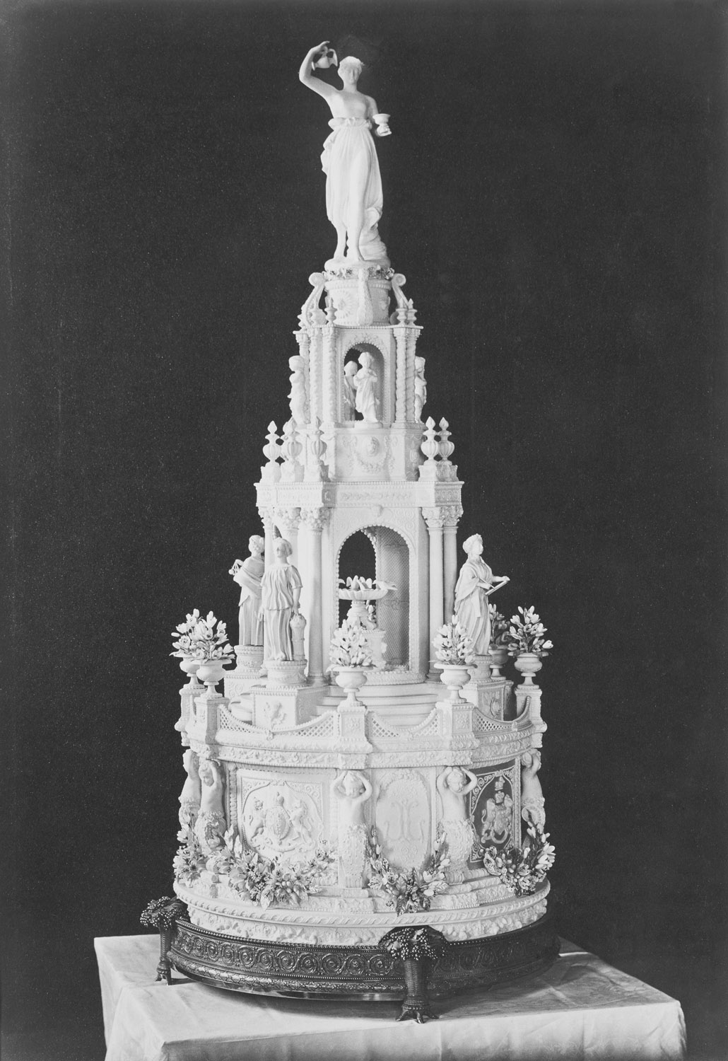 queen victoria wedding cake royal wedding cakes throughout the generations the crown 6932