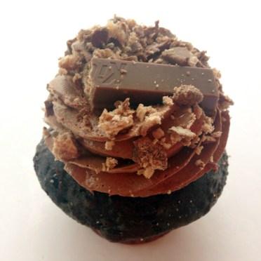 Candy Bar cupcake with Kit Kats