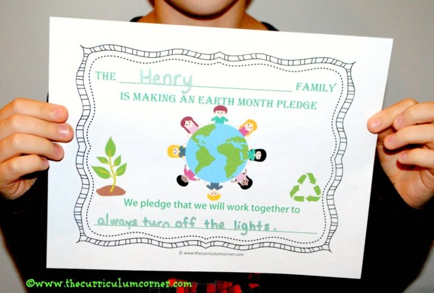 Earth Month Goal Setting for the Classroom: Have families take an Earth Month pledge as a homework alternative. Free from The Curriculum Corner