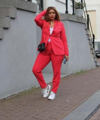 Belloya red suit
