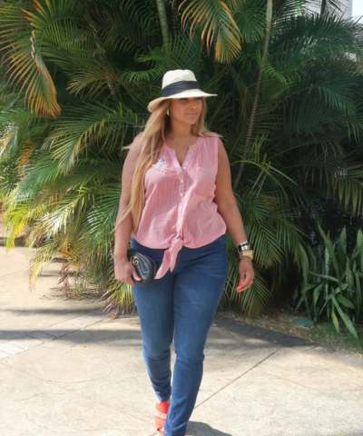 COMFORTABLE CASUAL CHIC 21