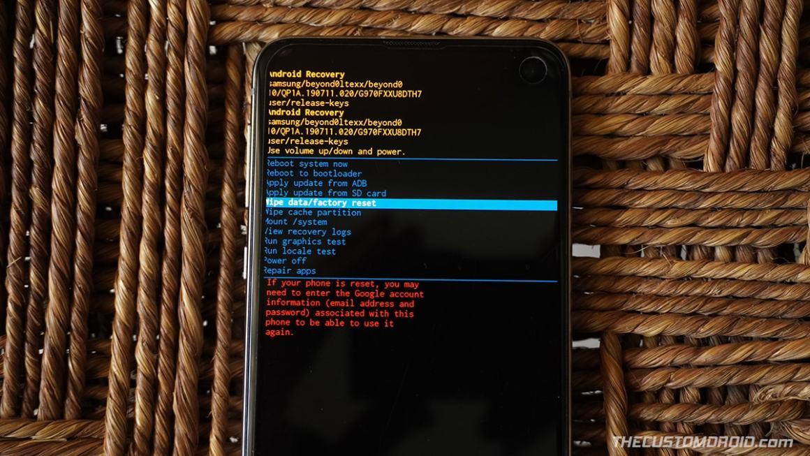 """Galaxy S20 Stock Recovery - Выбрать """"Удалить данные / сброс настроек"""" вариант"""