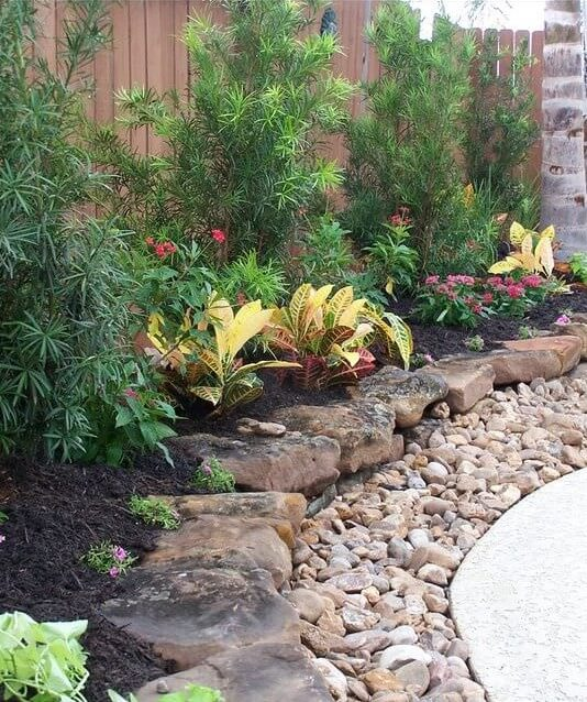 Front Yard Landscaping Ideas With Rocks: 25 Easy And Simple Landscaping Ideas For Beautiful Garden