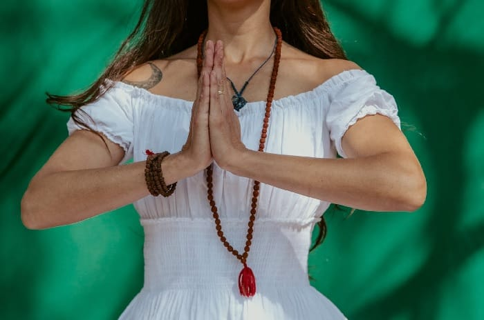 Actually, THIS Is How To Use Prayer Beads For Meditation