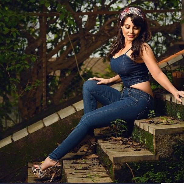 Manissha-Lamba-Denim-Jeans
