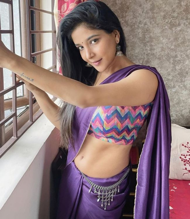 Sakshi Agarwal Hot Navel Show