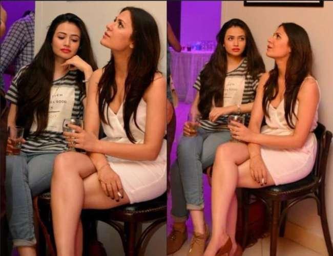 Pakistani Actresses Revealing Dresses