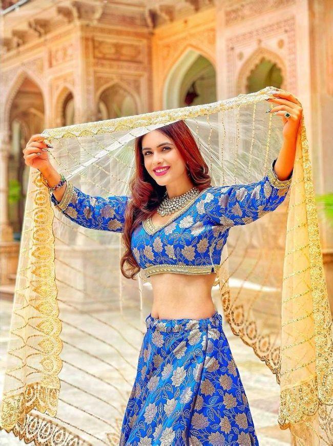 Neha Malik Faraar Shooting