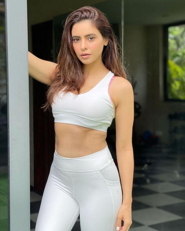 Aamna Sharif Hot Gym Wear