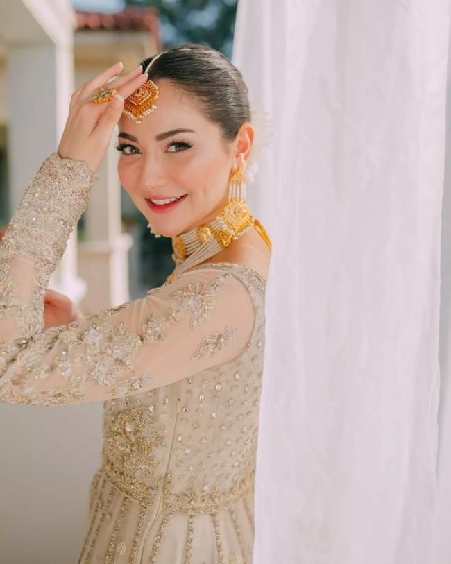 Cute Hania Amir Bride