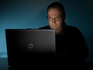 man-using-laptop-2-300x225
