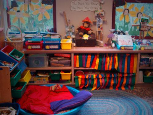 bright-goo-goo-classroom
