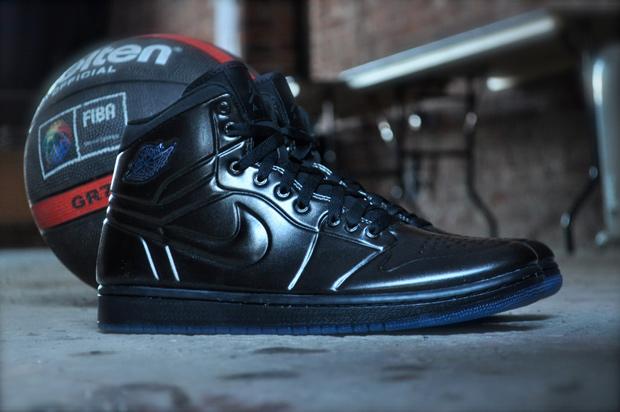 sports shoes 6d719 345ff Air Jordan 1 Anodized (Black)
