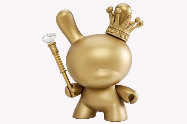 Kidrobot-8-Inch-Gold-King-Dunny-1