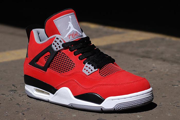Air-Jordan-IV-Retro-Fire-Red-Toro-Bravo-03