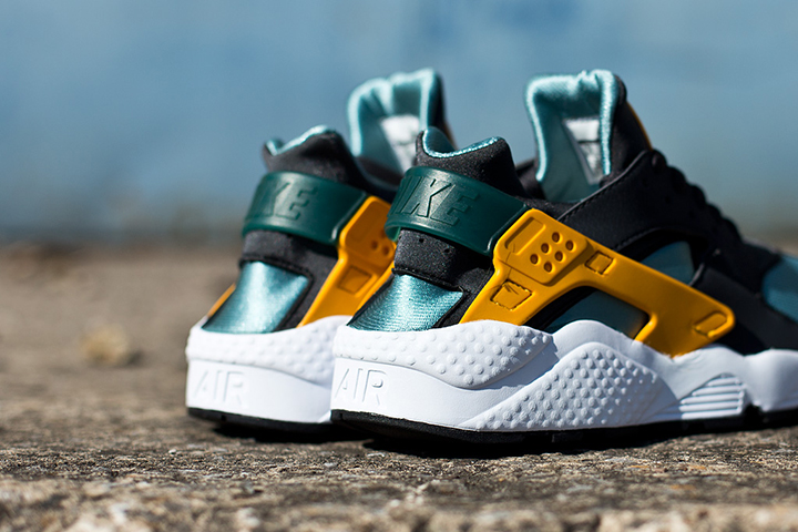 Nike Air Huarache LE Catalina Sneaker 005
