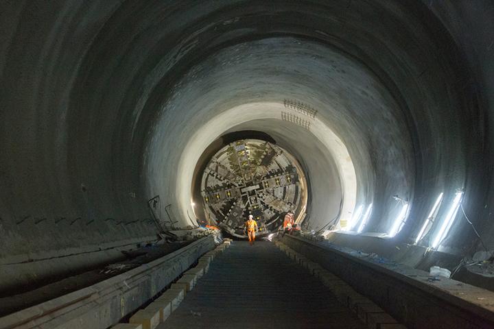 Take a look inside Londons new Crossrail tunnels 03