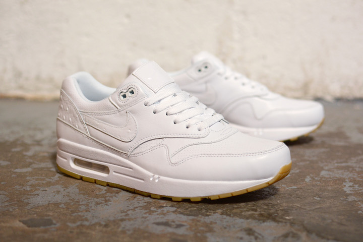 Nike-White-And-Gum-Pack-2