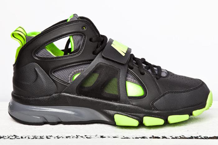 Nike Zoom Huarache TR Mid 01