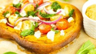 Pumpkin Hummus Pizza With Veggies