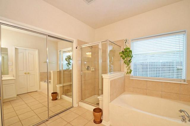 Ways to Make Your Bathroom Sparkle Without Chemicals