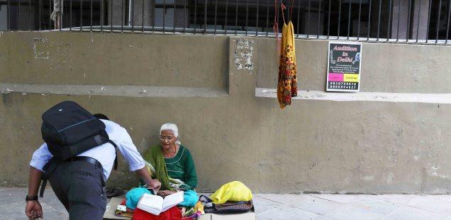 City List - The Morning Gifts of City Commuters, Near Barakhamba Metro Station