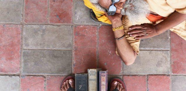 City Walk - Playing Footsie at Sunday Book Bazaar, Daryaganj