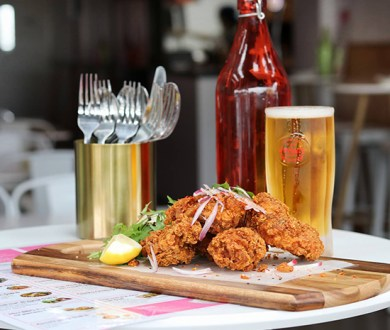This 80s-inspired Kingsland eatery is spotlighting Asian fried chicken & beer