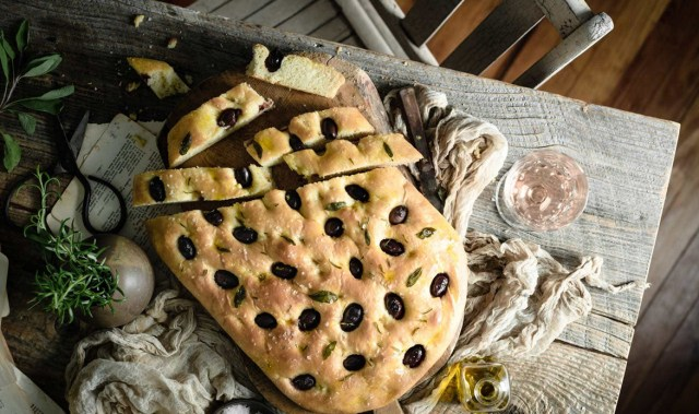 Impress your friends with this easy, delicious and flash Focaccia recipe