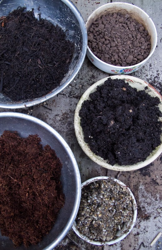HOMEMADE POTTING & SEED RAISING MIX