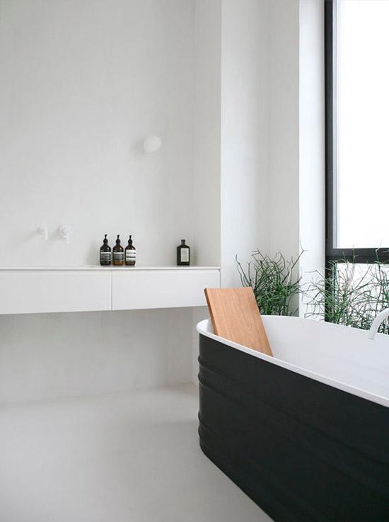 The Design Confidential Minimalist // In the Bath