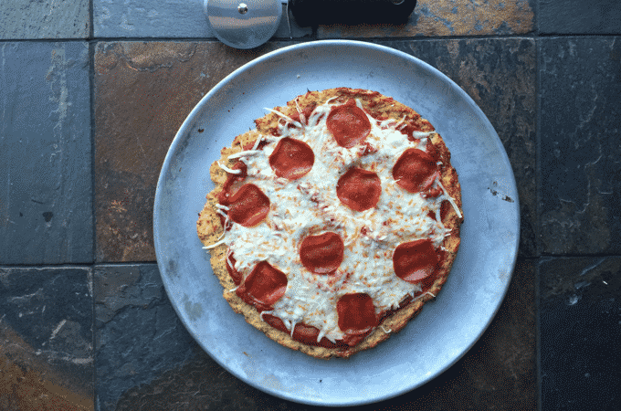 The BEST low calorie, healthy pizza recipe I've ever come across. This pizza by The Diet Chef is also full of fiber and protein. #Healthypizza #WeightWatchers