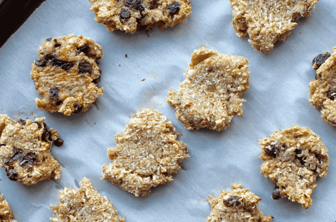 You've got to try this 2 ingredient, healthy, vegan, gluten free oatmeal cookie recipe by The Diet Chef. These cookies are ONLY 1 Weight Watcher Points Plus. #Healthycookies #WeightWatchers
