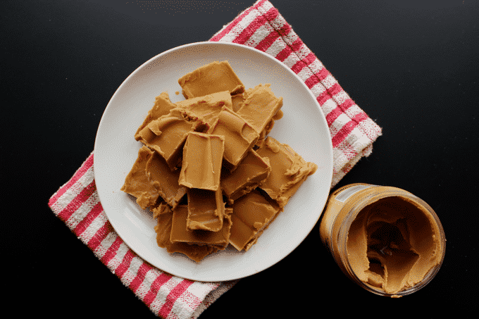 This is the EASIEST and HEALTHIEST peanut butter fudge EVER. Not to mention it's super low in carbs - only 1.75g per serving and just 83 calories too.