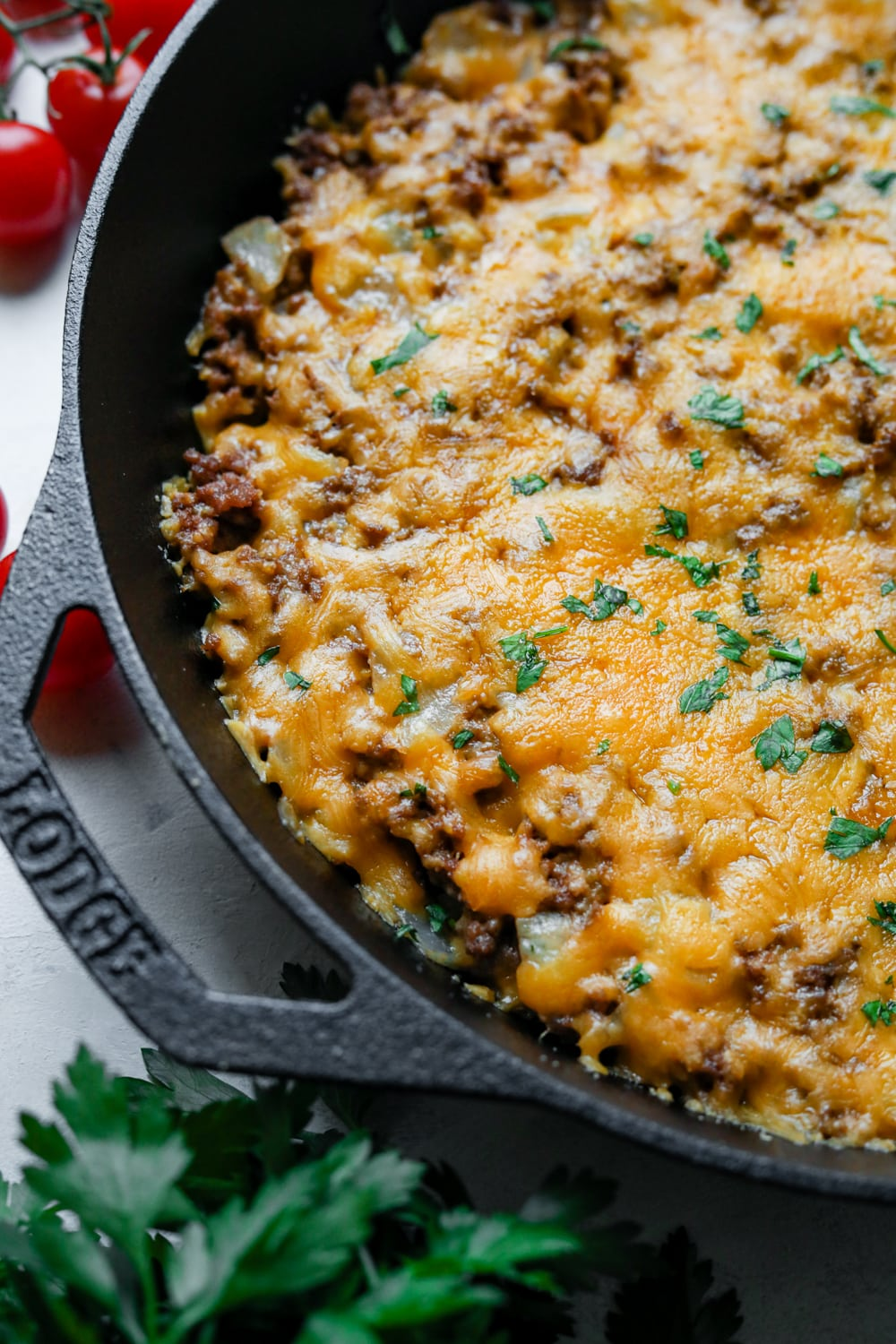 A keto cheeseburger casserole topped with chives.