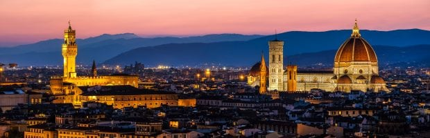 A panorama of the the Palazzo Vecchio on the right and Il Duomo on the left.