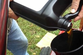 What kind of oil for lawn mower should you buy