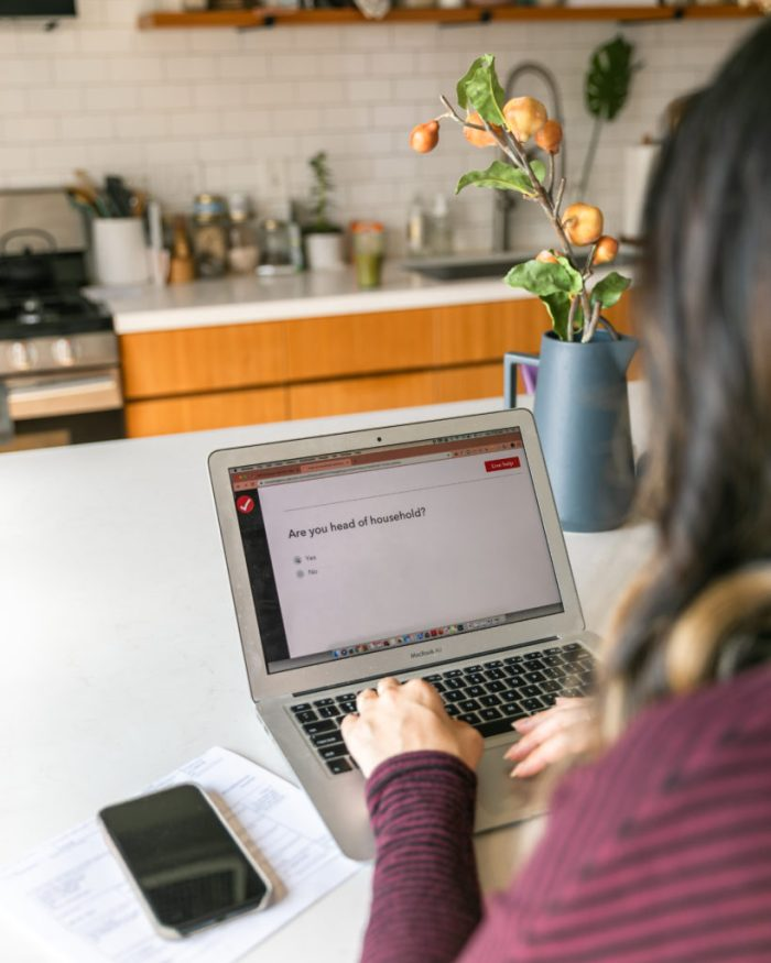 What to know when you first become self-employed. Lessons learned in my first year of being off on my own! #financialwellness #entrepreneurship #girlboss #TheDimpleLife #Taxes