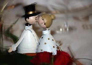 wedding metal couple-287152_640